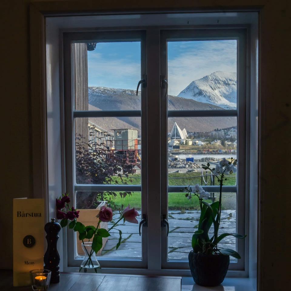 Utsikt til Ishavkatetral og Tromsdalstind fra Bårstua
